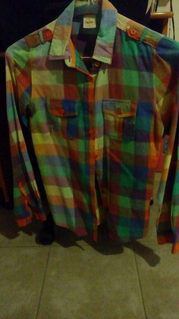 Camisa de colores
