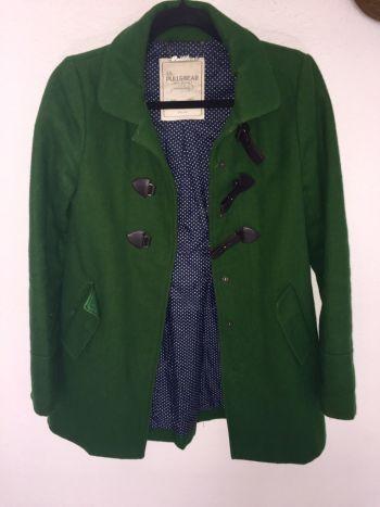 Abrigo verde pull and bear