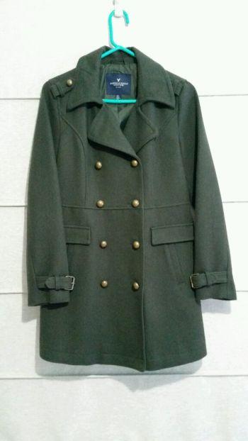 Abrigo tipo militar color verde