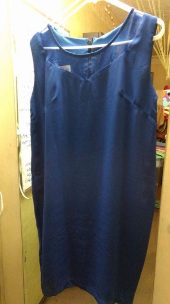 Vestido fino corto y color azul rey