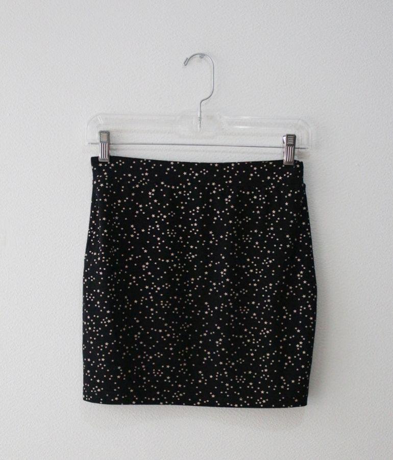 Falda negra con estrellas