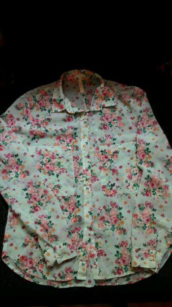 Camisa de Flores con fondo verde aqua