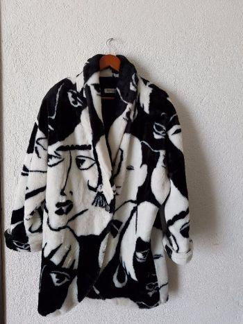 Abrigo blanco con negro