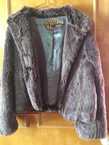 Abrigo peludito morado/gris