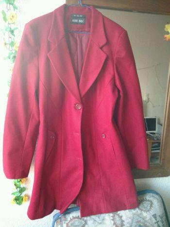 Abrigo color rojo