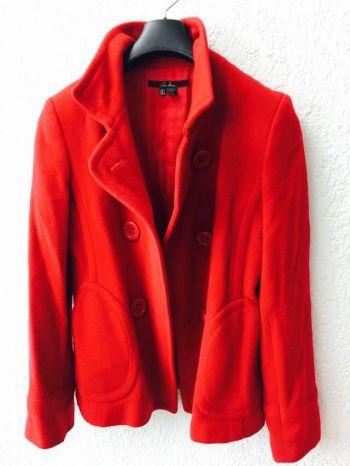 Abrigo corto rojo de Zara