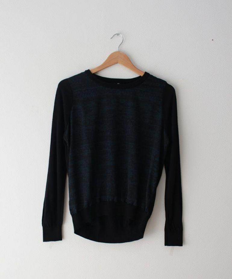 suéter negro con estampado enfrente