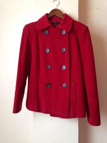 Abrigo rojo quemado