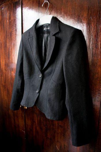 abrigo de lana corto Andre Badi negro con botones