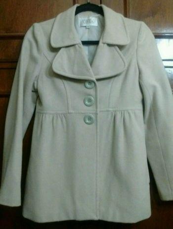abrigo corto beige claro