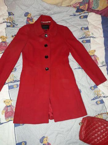 abrigo rojo talla S