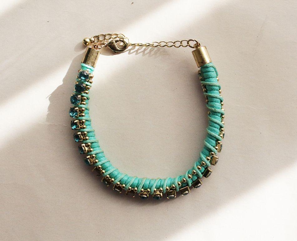 pulsera azul con pedrería