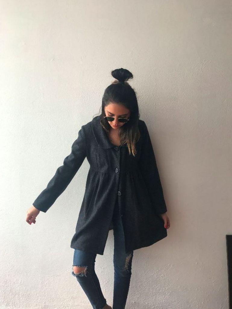 Abrigo gris sin marca