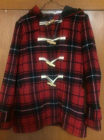 Abrigo GAP rojo y negro