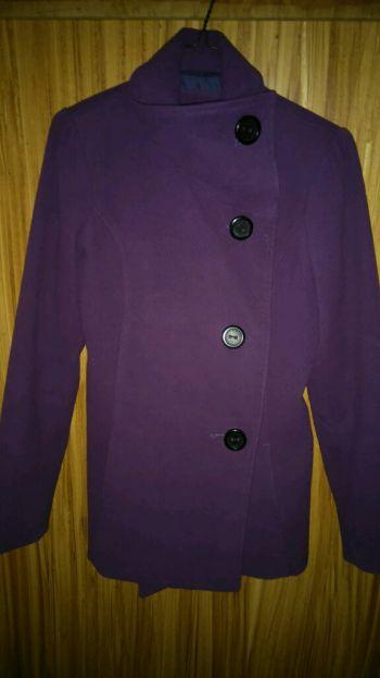 abrigo morado talla mediana