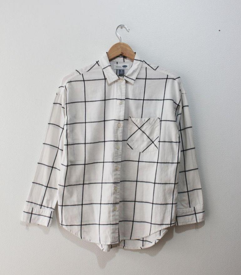 camisa blanca con cuadros
