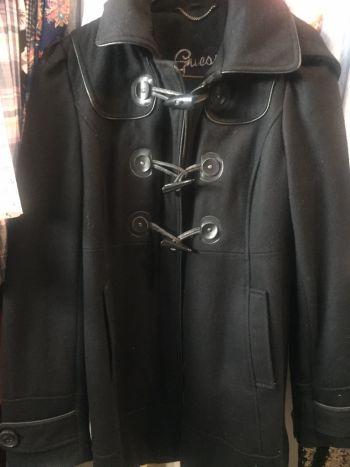 Abrigo GUESS negro